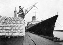 40 tonnes de numéros de Noël de L'Illustration sont embarqués au Havre à destination des 30 000 abonnés aux Etats Unis