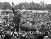 Entrée en guerre des Etats-Unis en 1917.  Juin 1917, discours du colonel Roosevelt à Mineola (Long Island).