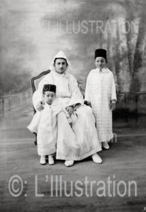 Le sultan du Maroc Sidi Mohammed et ses deux fils, 1937