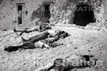 Cadavres de miliciens au pied des murs de l'Alcazar, sur le glacis qui fait face au tage, à Tolède, 1936